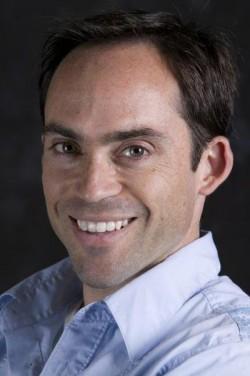 Professor Adam Burgasser receives Faculty Mentor Program Outstanding Mentor Award for 2014